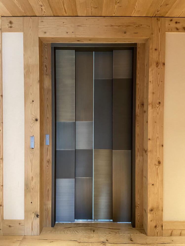Portes d'ascenseurs décoratives